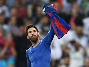 Messi exibe a camisa 10 e cala o Bernabéu.