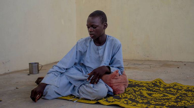 O nigeriano Mallam Abu Shanga, de 15 anos, no assentamento informal de refugiados de Kitchandji, na região de Diffa, no Níger.