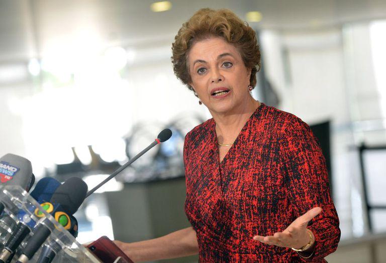 Dilma em coletiva de imprensa.