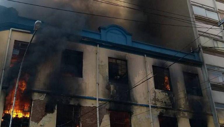A loja de artigos para festa 'A Gaivota' fica no prédio que pegou fogo