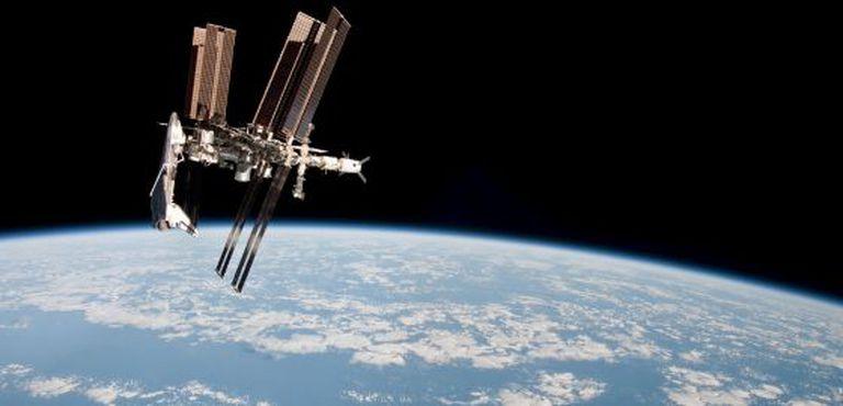 Estação Espacial Internacional vista durante o voo Soyuz TMA-20, em imagem feita pela expedição 27.