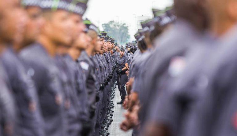 Cerimônia com policiais militares