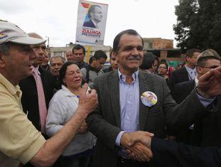 O candidato Óscar Ivan Zuluaga em campanha.