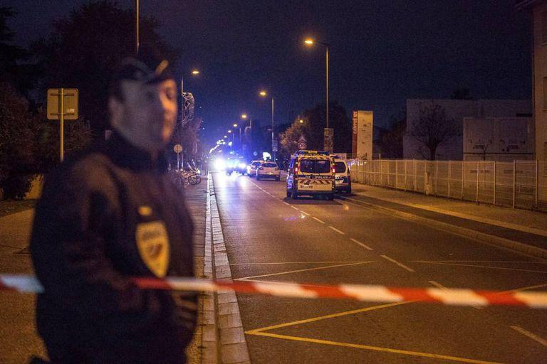 A polícia cercou o local nas imediações do Instituto Sain-Exupéry, em Blanac.