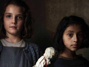 As atrizes Elisa Del Genio (Elena) e Ludovica Nasti (Lila), na foto divulgada pela HBO.