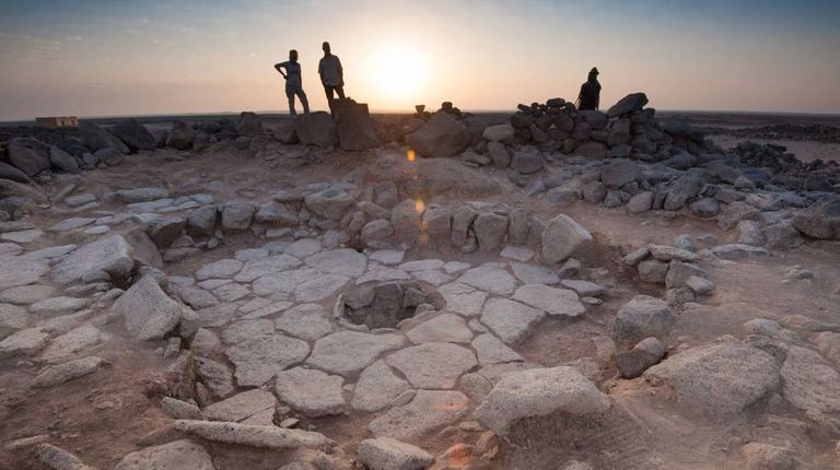 Os pedaços de pão foram achados numa lareira (centro da imagem) no sítio arqueológico natufiano de Shubayqa 1