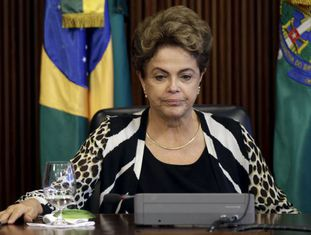 Dilma durante reunião com ministros nesta quinta-feira.