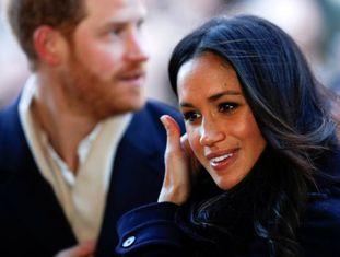 Meghan Markle, à frente do príncipe Harry, na última sexta-feira, em seu primeiro ato oficial desde o anúncio do casamento.