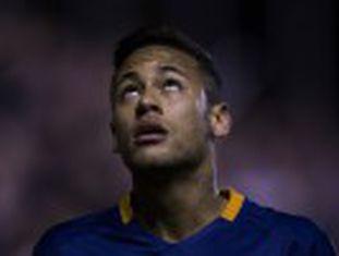 Técnico do Barcelona atribui à sobrecarga de jogos a licença dada ao atacante para descansar cinco dias no Brasil