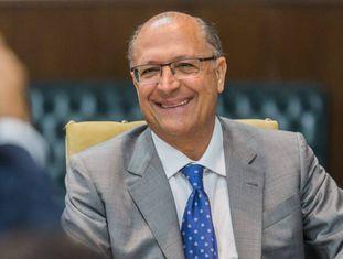 O governador de São Paulo, Geraldo Alckmin (PSDB), em evento com vereadores.