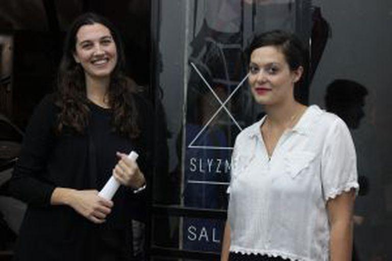 Natalia Sly (esquerda) e Larisa Zmud, em sua galeria.