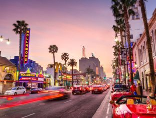 Hollywood Boulevard ao entardecer, em Los Angeles (EUA).