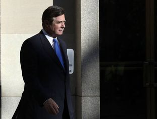 Paul Manafort na saída do Tribunal em Washington.