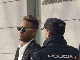 Neymar no tribunal.