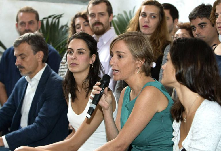 """A deputada Tania Sánchez (2ª à direita), junto com a porta-voz na Prefeitura de Madri, Rita Maestre (2ª à esquerda), durante a apresentação da plataforma """"Adiante Podemos""""."""