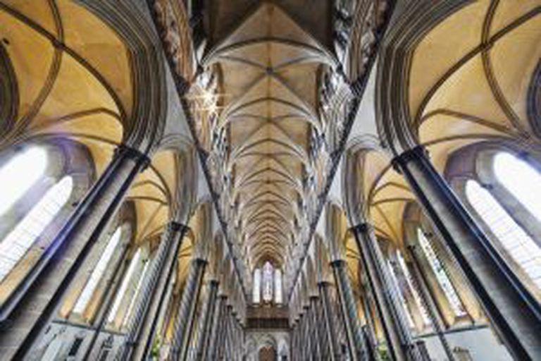 Interior da catedral de Salisbury (Reino Unido), onde se encontra um dos originais da Carta Magna que são conservados na atualidade.