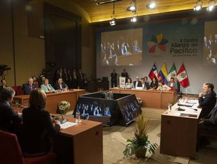 Reunião do conselho de ministros da Aliança do Pacífico em Parcas, no Peru, em julho de 2015.