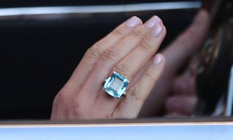 O anel de água-marinha de Diana, na mão de Meghan Markle.