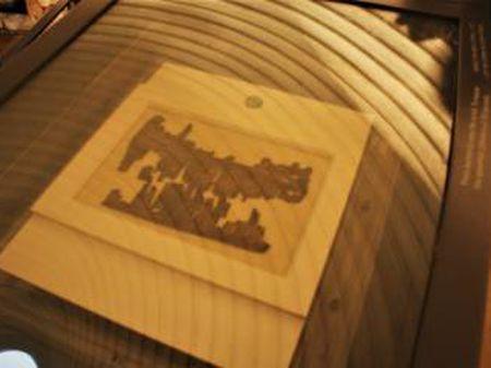 Fragmento do manuscrito agora exibido em um escaparate em Jerusalém.