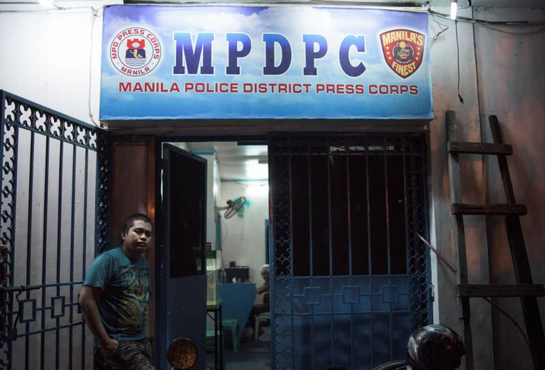 Patrick Adalín, repórter que mora na delegacia de Manila.