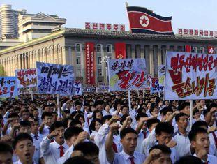 Norte-coreanos protestam em Pyongyang