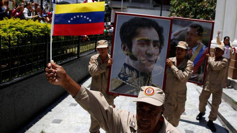 Quadros de Simon Bolivar e Hugo Chavez
