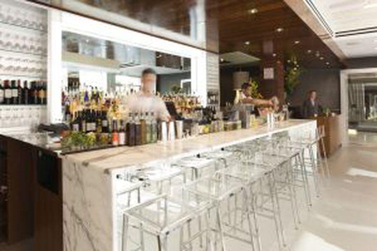 Bar do The Out Hotel, em Nova York.