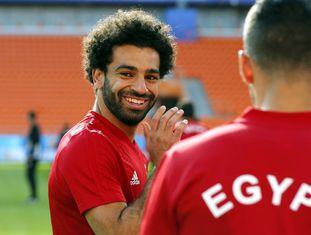 Salah participa do treino da seleção egípcia nesta quinta-feira para enfrentar o Uruguai na estreia da Copa do Mundo para as duas seleções.