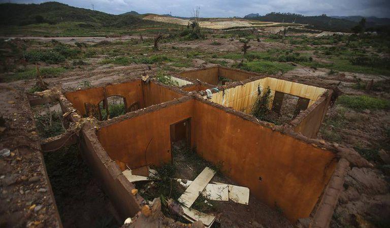 O vilarejo de Bento Rodrigues foi devastado pelo tsunami de lama após o rompimento da barragem da Samarco.