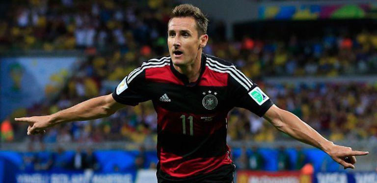 Klose comemora seu gol contra o Brasil.