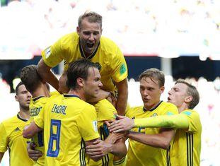 Andreas Granqvist comemora o gol da Suécia.