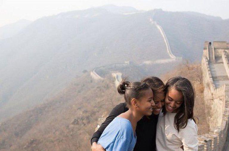 Michelle Obama e suas filhas Malia e Sasha na Muralha da China.