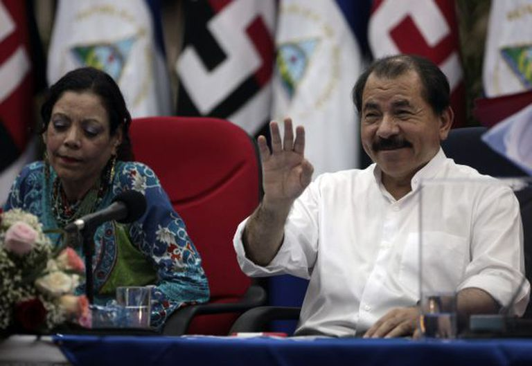 O presidente da Nicarágua Daniel Ortega com sua esposa, Rosario Murillo.