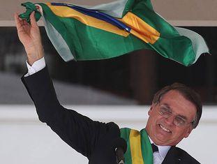Bolsonaro no parlatório, após discursar.