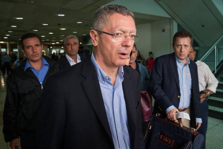 Alberto Ruiz-Gallardón em sua chegada ao Aeroporto de Caracas.