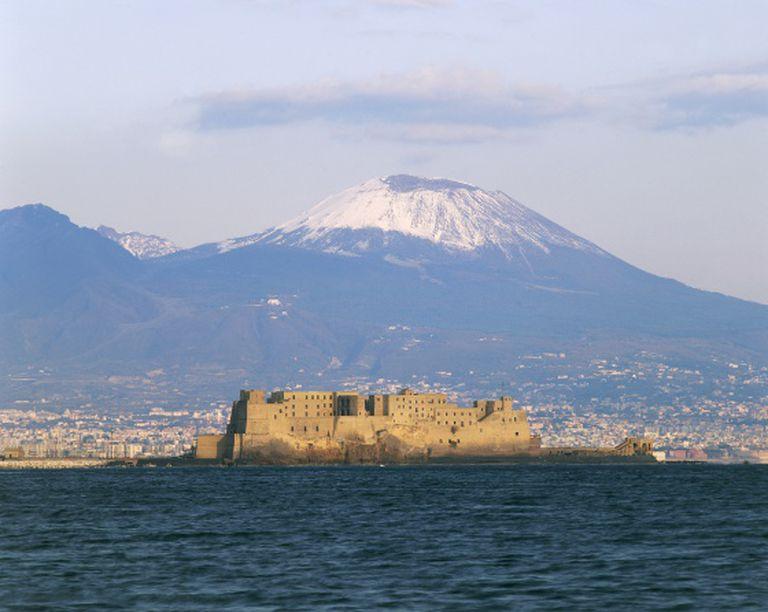 O Vesúvio visto de Nápoles.