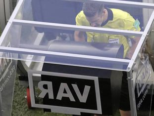 VAR sendo usado na Copa do Mundo.