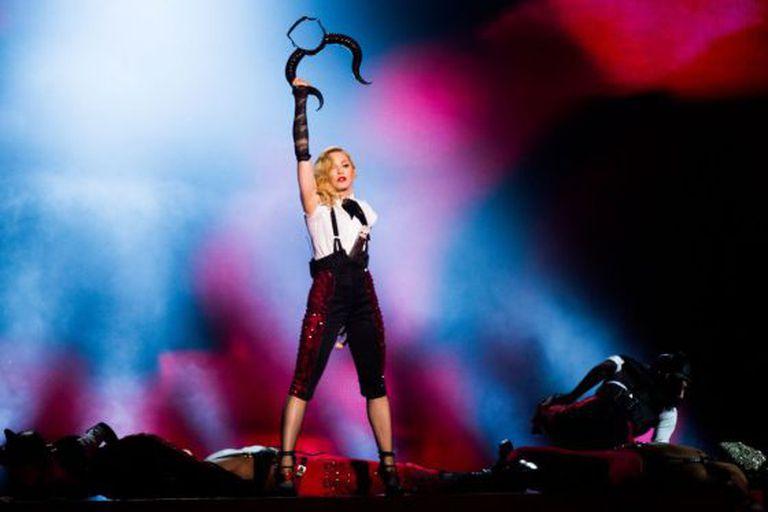 Madonna é ovacionada depois de terminar a apresentação.