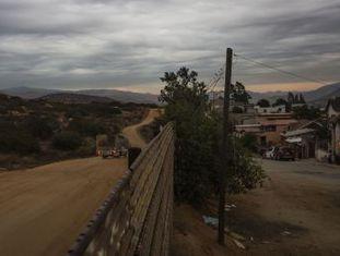 Republicano promete construir um muro que já existe em grande parte da fronteira e que divide cidades e povos indígenas