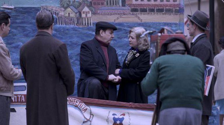 Neruda e sua esposa, interpretados por Luis Gnecco e Mercedes Morán.