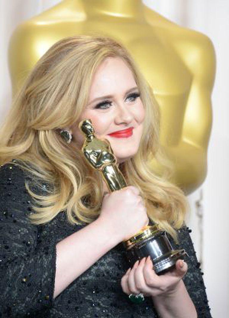 A cantora, em fevereiro de 2013, depois de ganhar o Oscar por 'Skyfall', a única canção da série 007 que conseguiu uma estatueta.