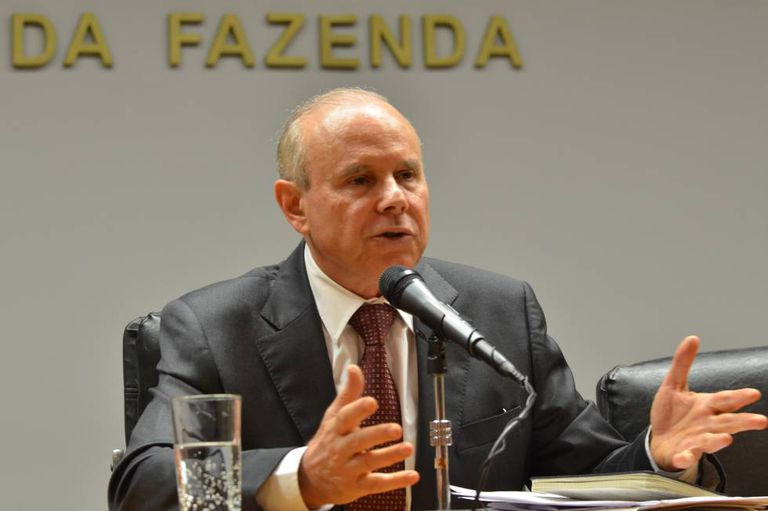 Ministro Guido Mantega, em entrevista coletiva em 2014.