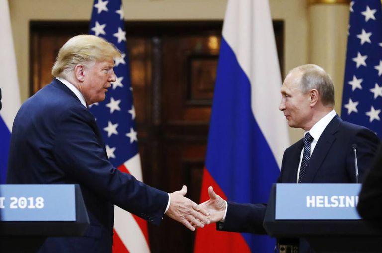 Trump e Putin na cúpula de Helsinque, em julho passado.