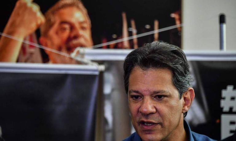 """Haddad em entrevista coletiva nesta quarta em São Paulo: """"É grave o que está acontecendo no WhatsApp""""."""