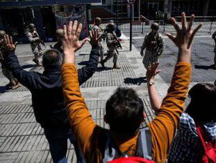 Pelo menos 15 pessoas morreram durante os violentos confrontos que ocorreram no país. Os sindicatos convocaram uma greve geral na quarta-feira