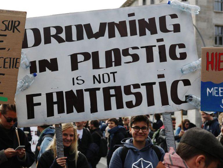 """""""Afogar-se em plástico não é fantástico"""" (Berlim)"""