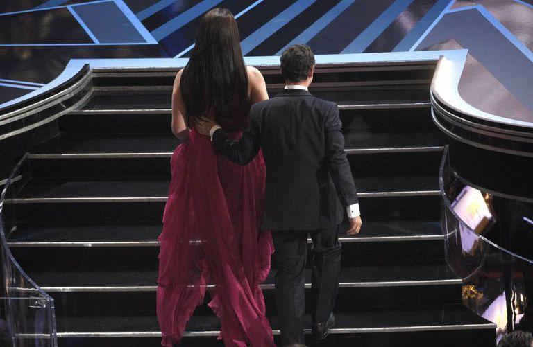 Nicolas Saavedra e Daniela Vega sobem ao palco