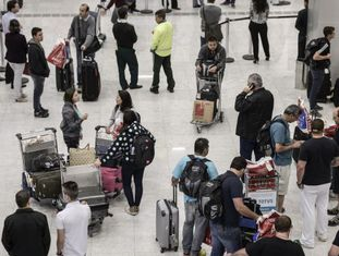 Trafego de passageiros no terminal 3 de Guarulhos.