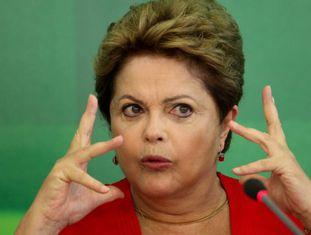 Dilma Rousseff em um café da manhã com jornalistas.