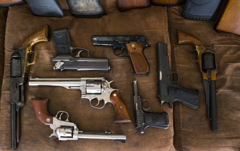Pistolas e revólveres de Scott Porter, na Louisianna.